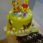 Tarta con detalles de Winnie the Pooh